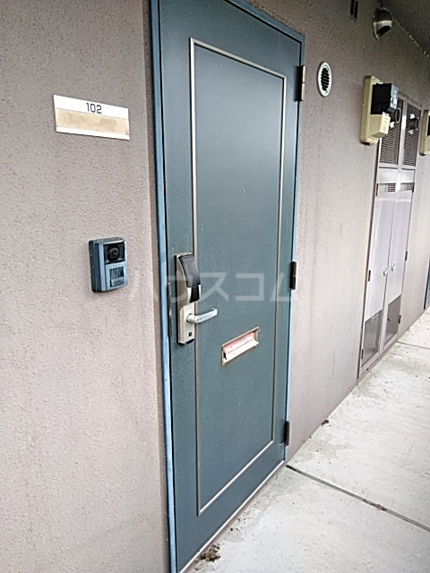 コートリー 102号室の玄関