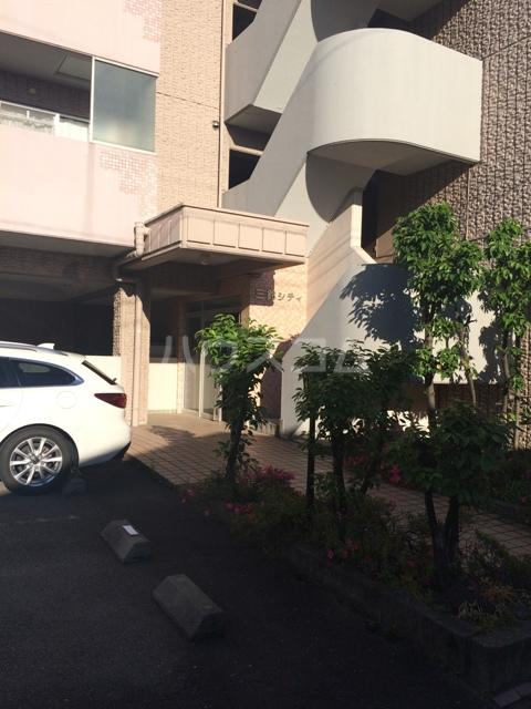 三鈴シティ 402号室のエントランス