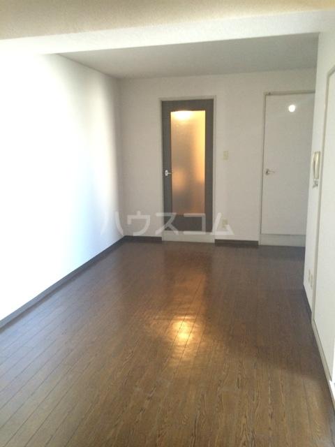 三鈴シティ 402号室のリビング