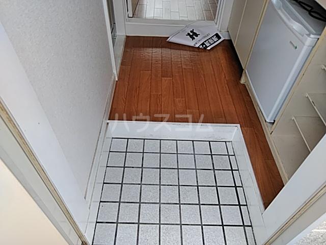 プラザ検見川 A棟 103号室の玄関