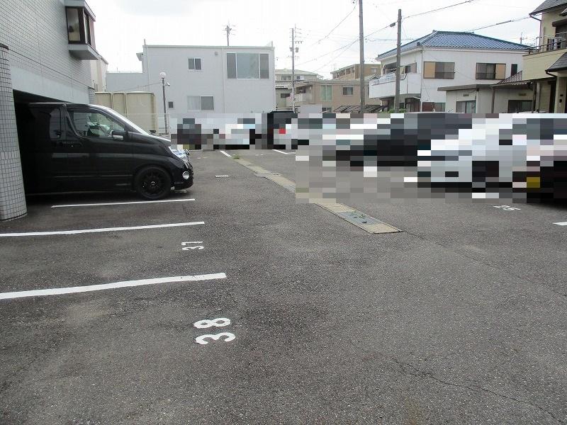 グランドパーク 406号室の駐車場