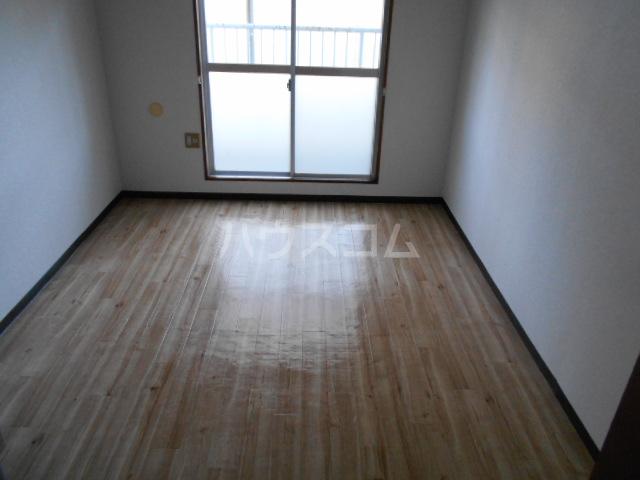 刈谷マンション 407号室のリビング