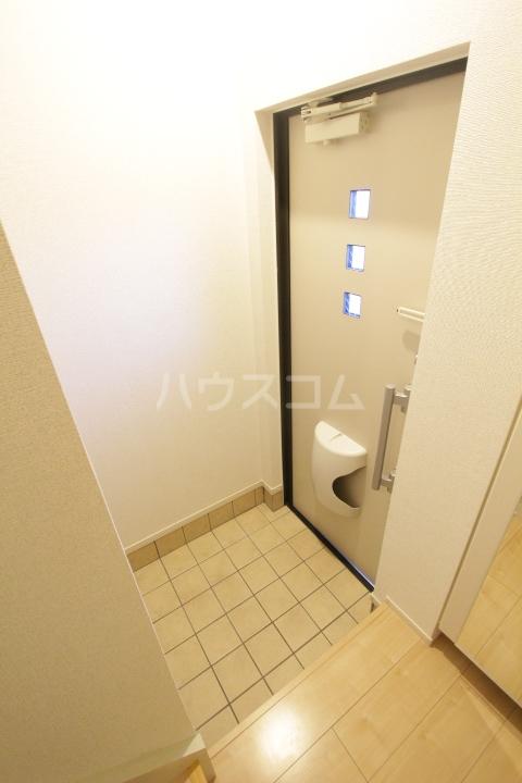 ヴィラ 03010号室の玄関
