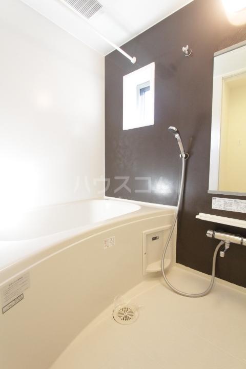 ヴィラ 03010号室の風呂