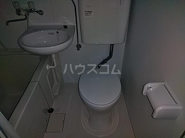フラット1 201号室のトイレ
