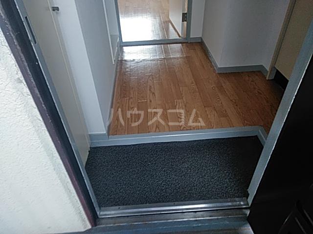フラット1 201号室の玄関