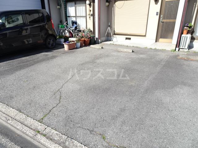 恒川様貸家の駐車場