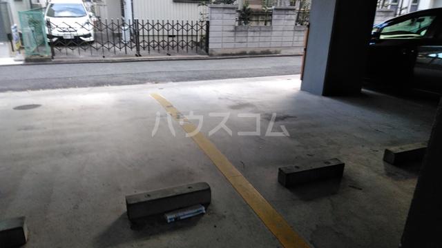 シャトーグロリアス 201号室の駐車場