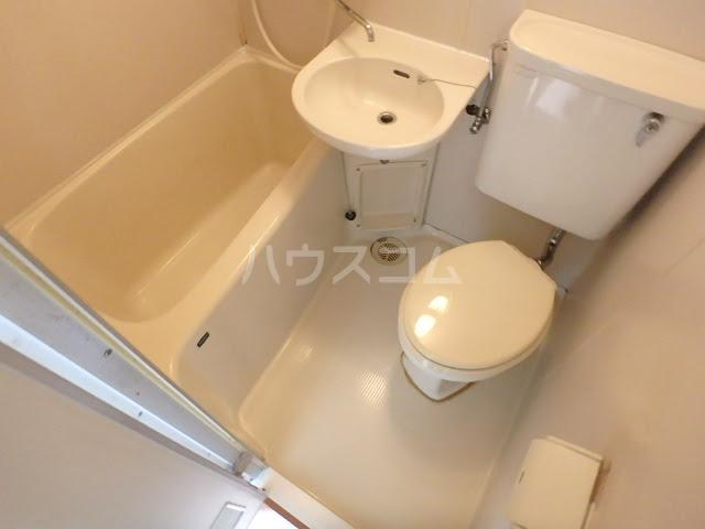グリーンベルⅠ 27号室のトイレ