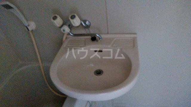 グレイスハイランズ 201号室の洗面所