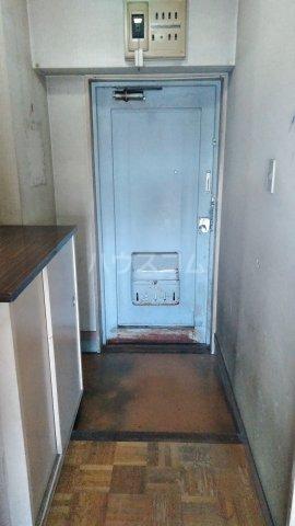 アトムハイツ 201号室の玄関