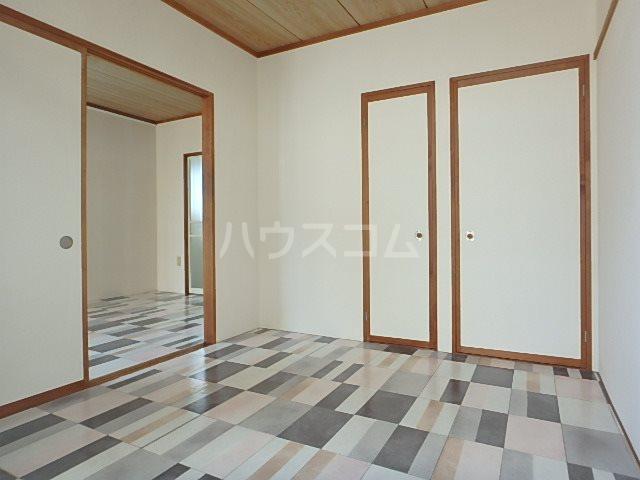 山本ハイツ 102号室のリビング