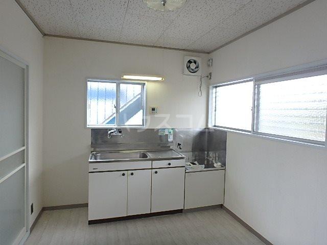 山本ハイツ 102号室のキッチン