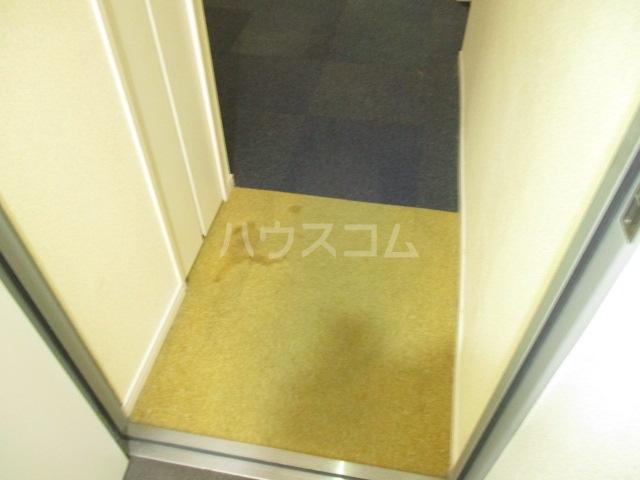 コンド千葉WEST 204号室の玄関