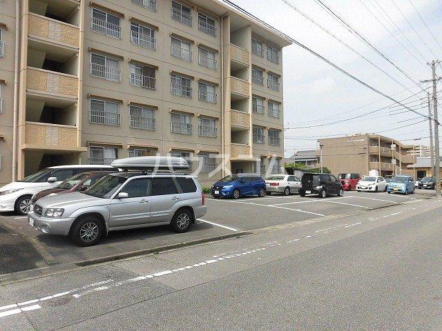 コーポ三立 3B号室の駐車場