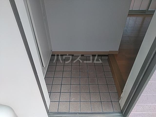 フラグランス 101号室の玄関