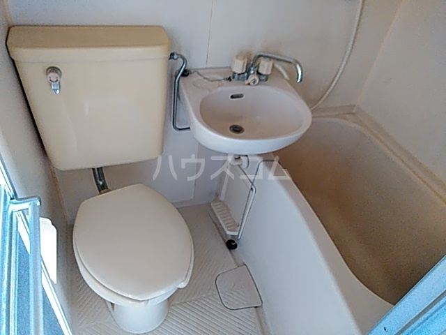 ユーコーポA棟 102号室のトイレ