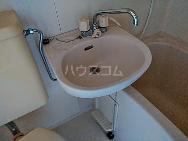 ユーコーポA棟 102号室の洗面所