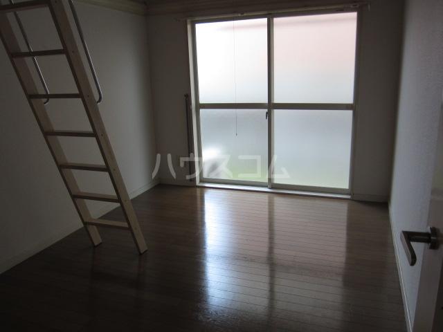 レオパレス21高杉 101号室のリビング