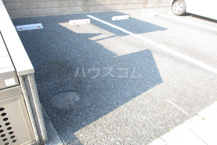 シャルマン・ロージェ T 101号室の駐車場