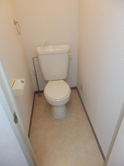 アメニティ鎌倉台 203号室のトイレ