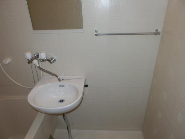 アメニティ鎌倉台 203号室の洗面所