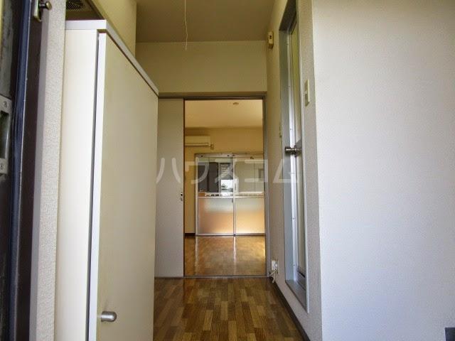 アパルトーノイン 103号室の玄関