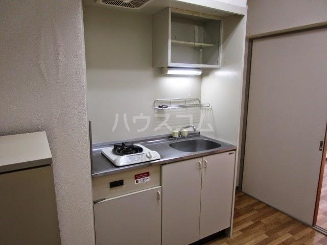 アパルトーノイン 103号室のキッチン