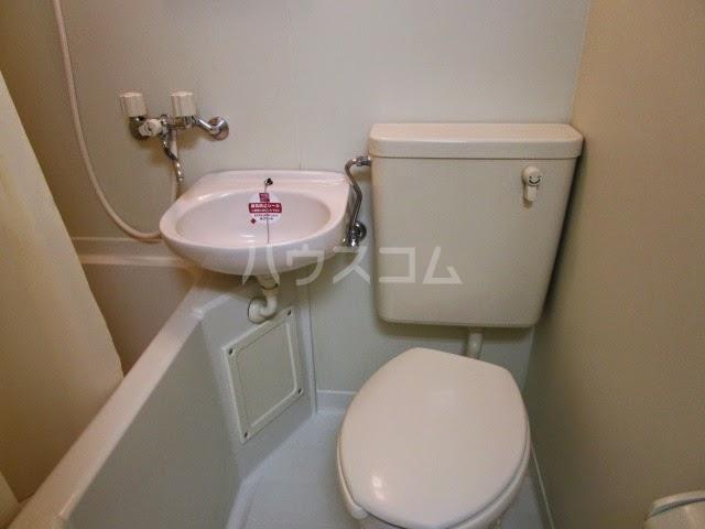 アパルトーノイン 103号室のトイレ