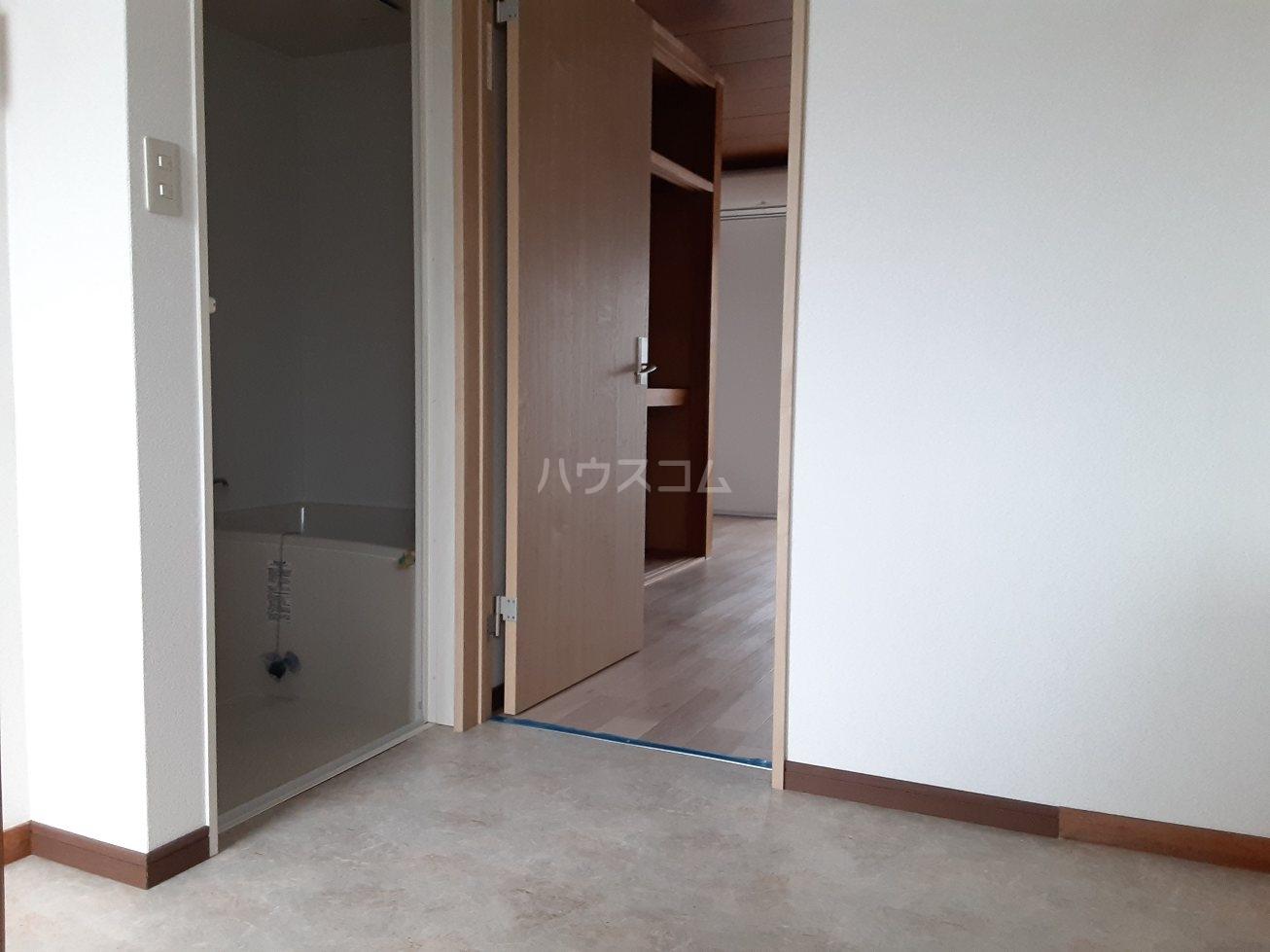 コーポ岩本 203号室の居室