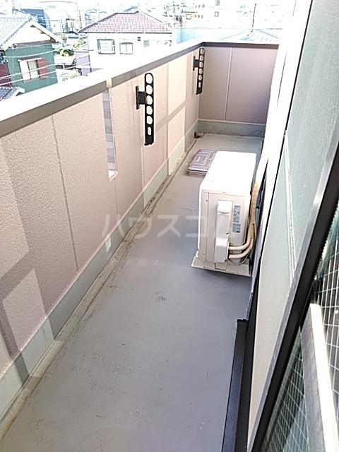 ボヌール上西Ⅱ 303号室のバルコニー