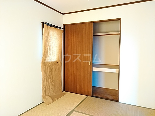 ボヌール上西Ⅱ 303号室の居室