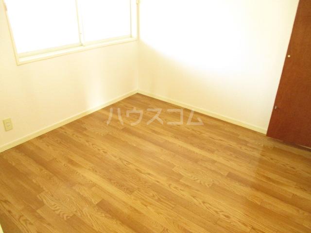 プリオール A 201号室の居室