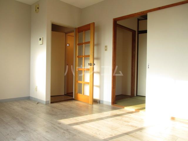 アサヒハイム 301号室の居室