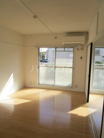 堀越マンション 108号室のリビング