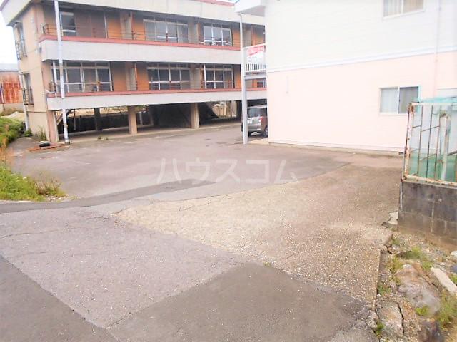 コーポラピット 102号室の駐車場