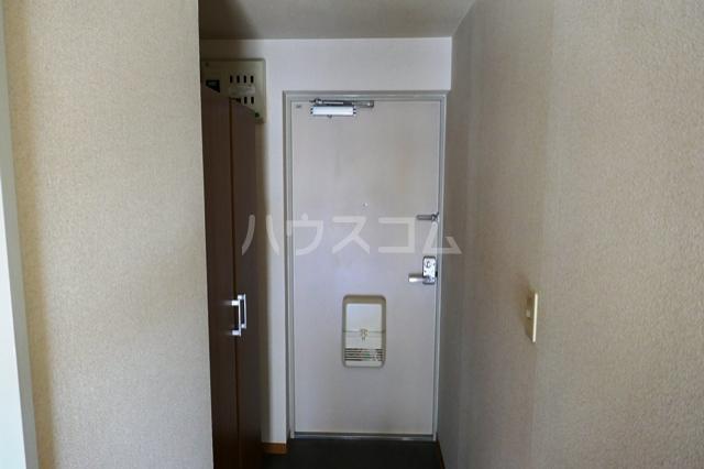 フローラ立野 201号室の玄関