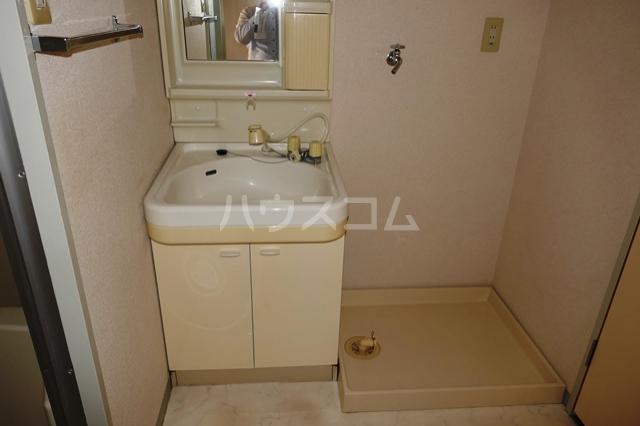 フローラ立野 201号室の洗面所