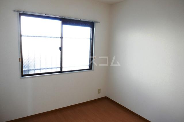 フローラ立野 201号室の居室