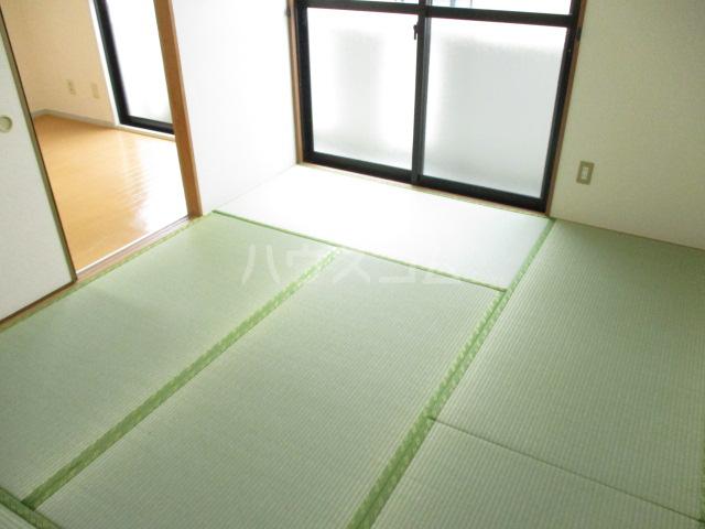 サンヴィラージュA・B A203号室の居室
