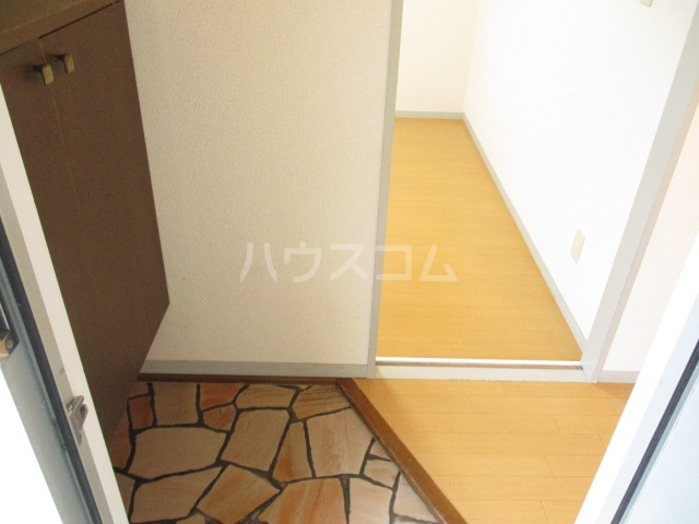 サンヴィラージュA・B A203号室の玄関