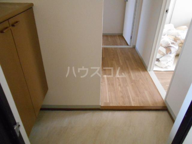 メゾンクレール 四番館 202号室の玄関