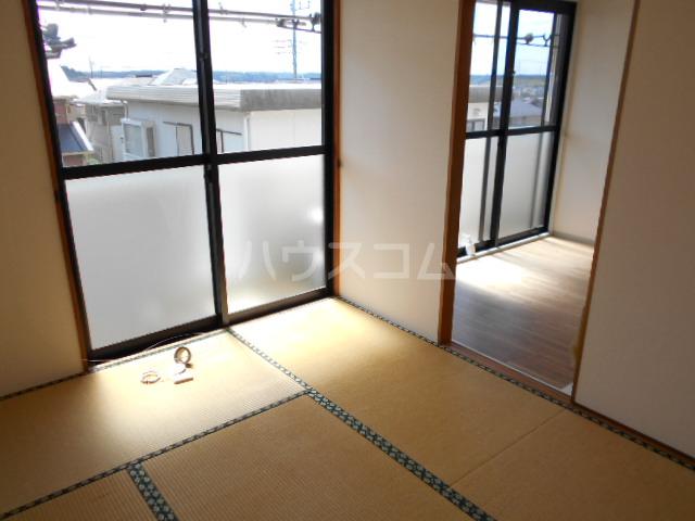 メゾンクレール 四番館 202号室の居室