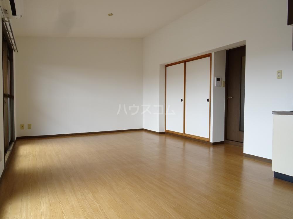 ラフォーレ東 402号室のリビング