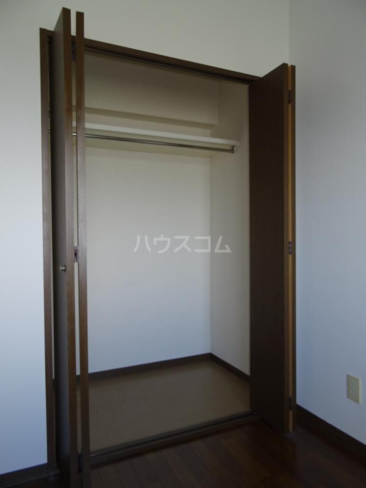 ラフォーレ東 402号室の玄関