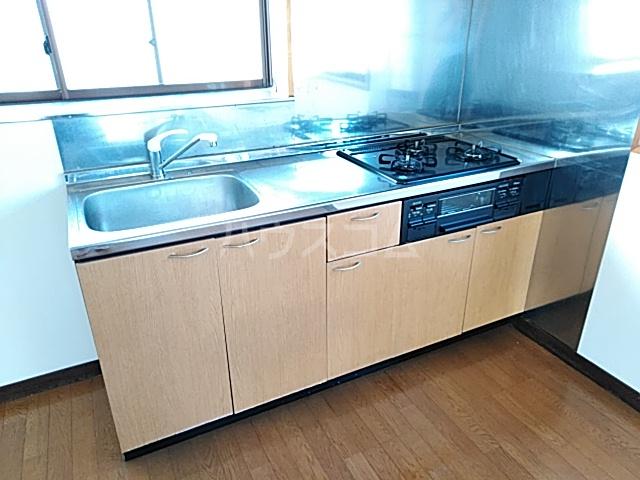 YONE 201号室のキッチン