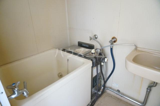 ファミールKITO 103号室の洗面所