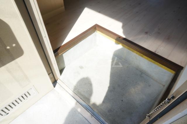 ファミールKITO 103号室の玄関
