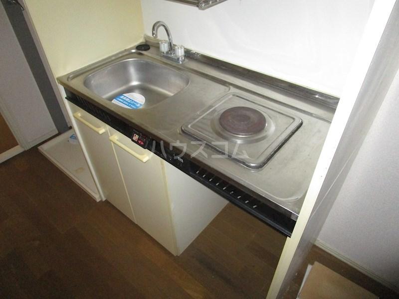 メゾンアイサン新津 101号室のキッチン