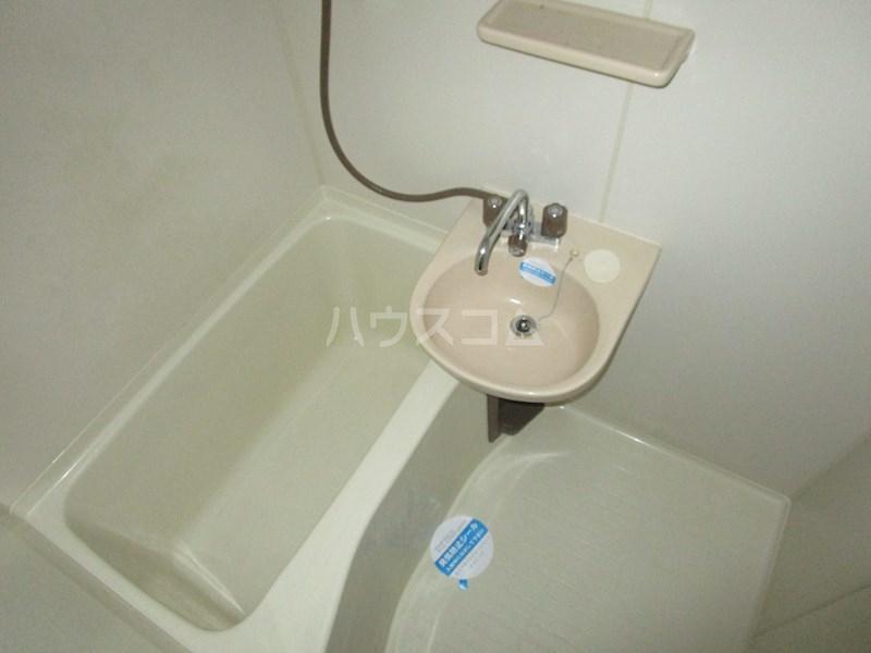 メゾンアイサン新津 101号室の風呂